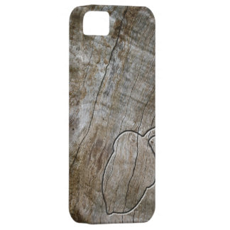 Engraved effect acorn on wood case for the iPhone 5