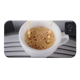 Espresso pouring into cup Case-Mate iPhone 4 case