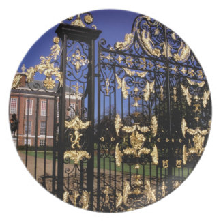 Europe, England, London. Gilded gate outside of 2 Plates
