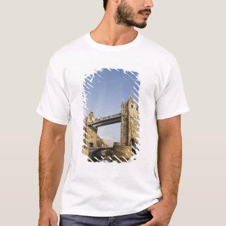 Europe,ENGLAND, London: Tower Bridge / Late T-Shirt