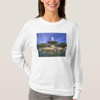 Europe, France, Aix-en-Provence. Fontaine de T-Shirt