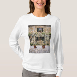 Europe, Italy, Monteriggioni. A stone house is T-Shirt