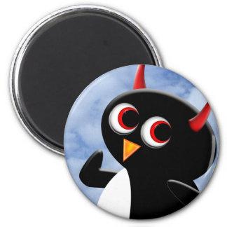 Evil Penguin Poser 6 Cm Round Magnet