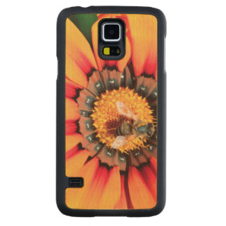 Extreme Close-Up Of A Bee Collecting Pollen Maple Galaxy S5 Case