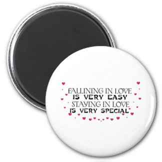 Falling in love is easy 6 cm round magnet