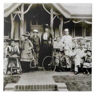 Family Group, c.1900 (b/w photo) Tile
