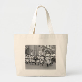 Farmerettes Sell WW1 Bonds, 1910s Canvas Bags