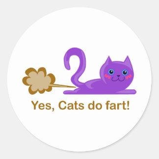 Farting cat, cat farts! classic round sticker