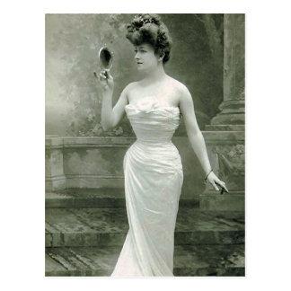Fashionable 1900 postcard