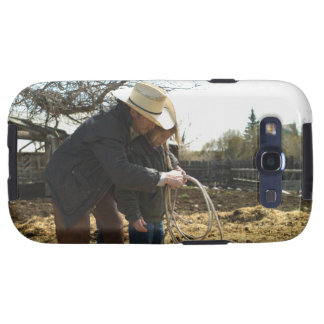 Father teaching daughter how to use lasso on galaxy SIII covers