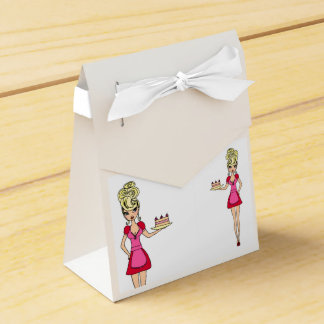 Favour Box - Housewife serving cake