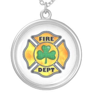FD Shamrock White Round Pendant Necklace