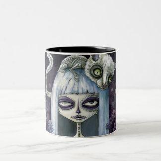Felina de los muertos Two-Tone mug