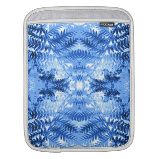 Fern Leaves, Design in Blue and White. iPad Sleeve