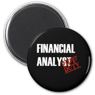 FINANCIAL ANALYST DARK 6 CM ROUND MAGNET
