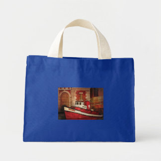 Fireman - NY - The fire boat Tote Bags