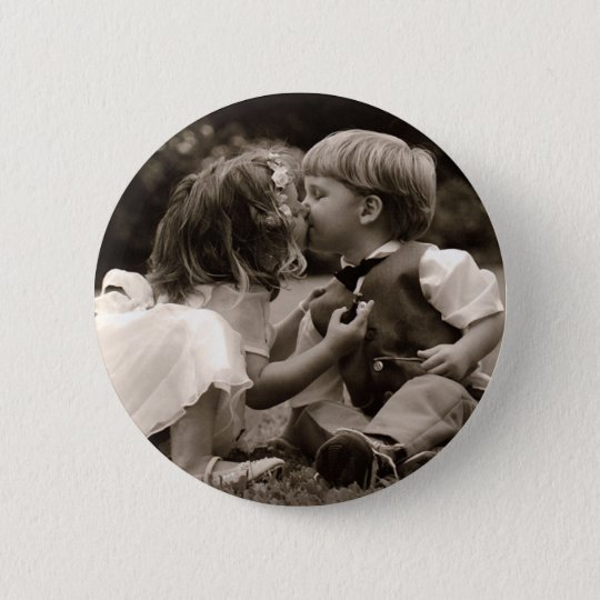 First Kiss Young Love 6 Cm Round Badge