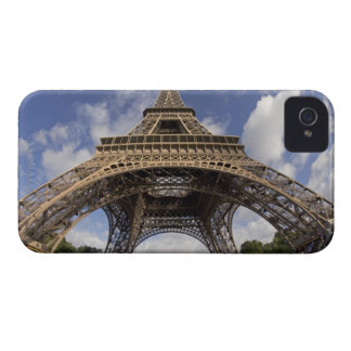 Fish eye shot of Eiffel tower Case-Mate iPhone 4 Case