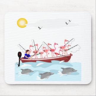 Fishing flamingos mouse mat