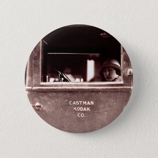 Flapper in Eastman Kodak Car - Vintage, 1920s 6 Cm Round Badge