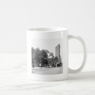 Flatiron from 5th NYC 1906 Coffee Mugs