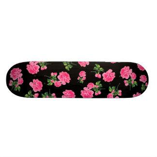 Floral patterns: pink flowers on black 18.1 cm old school skateboard deck
