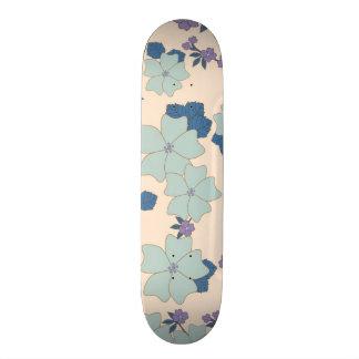 flores em feitio de trevos skates personalizados