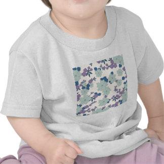 flores em feitio de trevos t-shirts