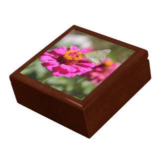 """Flores en mi hierbas """" flowers in my weeds """" gift box"""