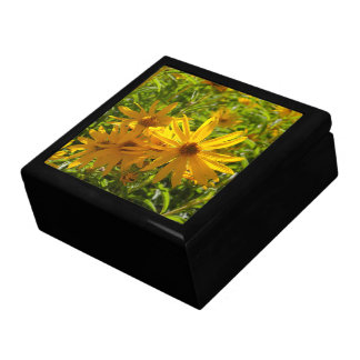 "Flores en mi hierbas "" flowers in my weeds "" large square gift box"
