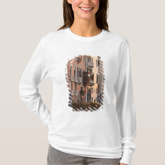 flower baskets and ornate Palace details, Italy T-Shirt
