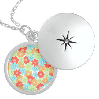 FLOWER PATTERN LOCKET NECKLACE