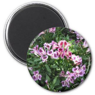 flowers in the garden 6 cm round magnet
