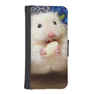 Fluffy syrian hamster Kokolinka eating a seed iPhone SE/5/5s Wallet Case