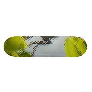 Fly on leaves skate deck