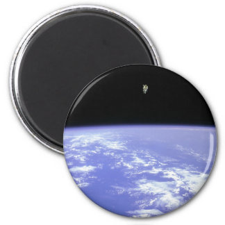 flying high 6 cm round magnet