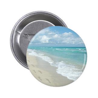 Footprints on White Sandy Beach, Scenic Aqua Blue 6 Cm Round Badge