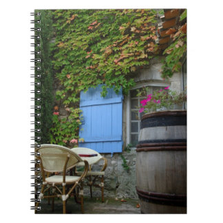 France, Les Baux de Provence, café patio Notebook