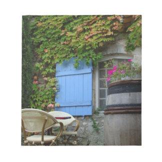 France, Les Baux de Provence, café patio Notepad