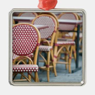 FRANCE, PARIS, Montmartre: Place du Tertre, Cafe Christmas Ornament