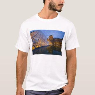 France, Paris. The Louvre at twilight. Credit 3 T-Shirt