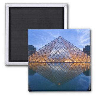 France, Paris. The Louvre at twilight. Credit Magnet