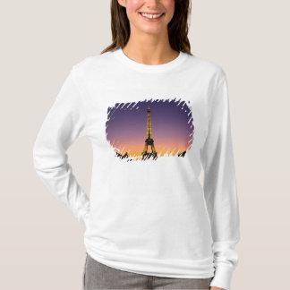 France, Paris, Tour Eiffel at sunset. T-Shirt