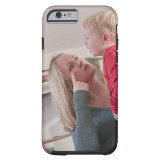 """Frau, die das Wort """"Schrei"""" im amerikanischen Zeic Tough iPhone 6 Case"""