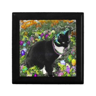 Freckles in the Hunt for Easter Eggs Small Square Gift Box