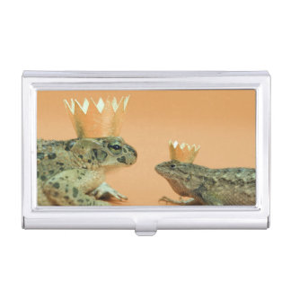 Frog and lizard wearing crowns business card holder
