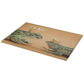 Frog and lizard wearing crowns cutting board