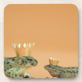 Frog and lizard wearing crowns drink coaster