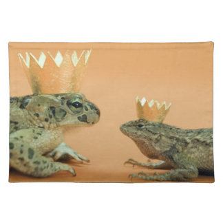 Frog and lizard wearing crowns place mat