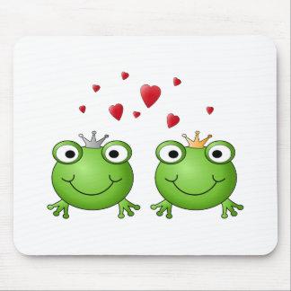 Frog Prince and Frog Princess with hearts Mouse Pad